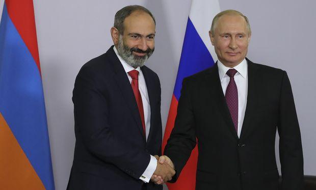 Nikol Paschinjan und Wladimir Putin.