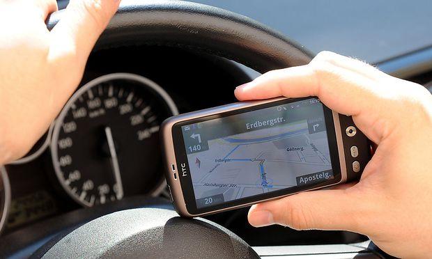 oeAMTC verglich NaviApps NavigationsGeraeten