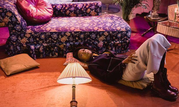 """""""I'm Jay-Z on a bad day, Shakespeare on my worst day"""": Simbiatu Ajikawo, vulgo Little Simz, geboren 1994 in Islington, London, kann in ihren Raps ziemlich selbstbewusst klingen. Andere Stücke zeigen sie aber am Boden."""