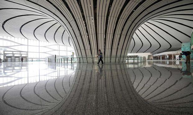 Der neue Pekinger Hauptstadtflughafen wird im Rahmen der Feiern zum 70. Jahrestag der Volksrepublik feierlich eröffnet. Die erste Airline, China United Airlines, ist schon übersiedelt.