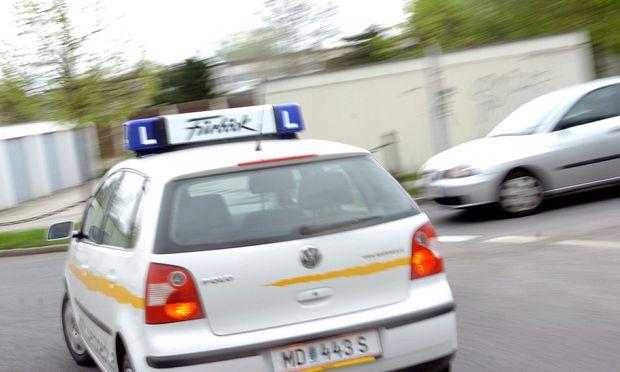 Keine Elektroautos für Fahranfänger: Die dieselnagelnde Geräuschkulisse bleibt den Fahrschulen noch länger erhalten.