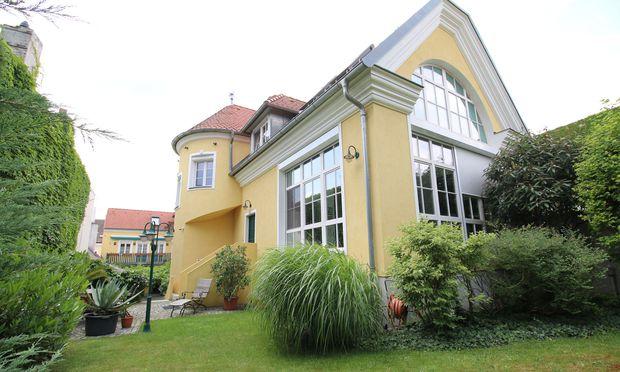Saniertes Winzerhaus mit  520 m22 Wohnfläche in Perchtoldsdorf.