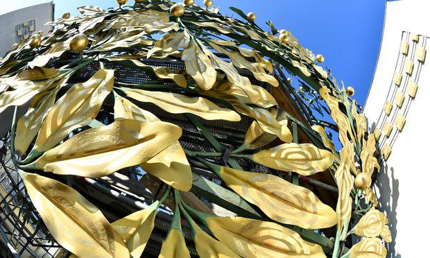 Von der Kuppel der Secession wurden laut Polizei mehrere der künstlerisch gestalteten Blätter abgebrochen.