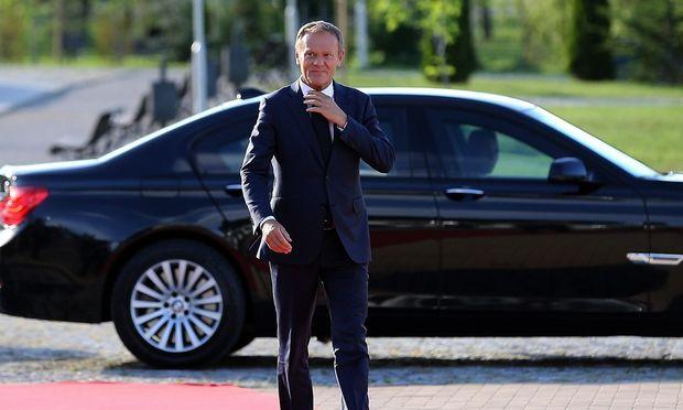 Donald Tusk trifft beim informellen Dinner der EU-Staats- und Regierungschefs in Sofia ein.