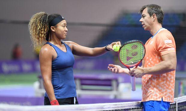 Naomi Osaka und Sascha Bajin am Rande der WTA Finals 2018 in Singapur.