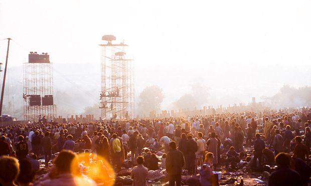 Fast eine halbe Million Menschen feierten drei Tage lang auf einer Farm in der Ortschaft Bethel. Sie machten das Woodstock-Festival zu einer Legende.