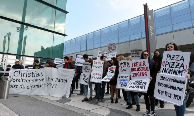 Kanzler Christian Kern wurde am Parteitag der Wiener SPÖ mit Kritik für seine Asylpolitik konfrontiert.