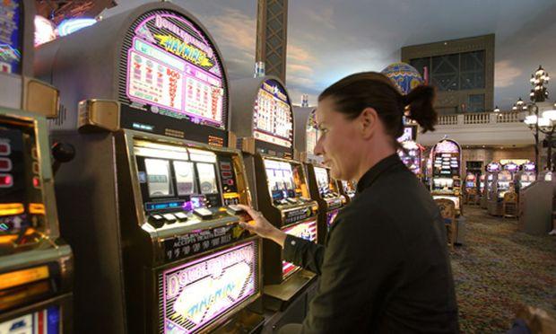 jackpot gewinner klagt casino an
