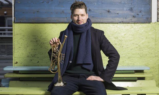 Simon Zöchbauer ist mit seiner Trompete diesmal solo unterwegs.