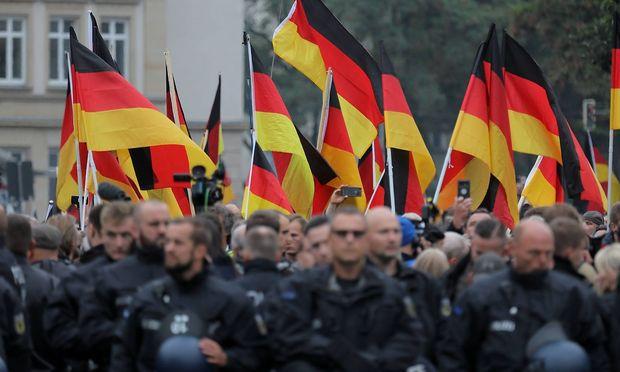 Bild vom Trauermarsch am 1. September in Chemnitz im Gedenken an den Mord an dem jungen Deutsch-Kubaner durch Asylwerber