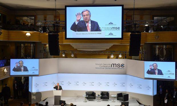 José Antonio Guterres spricht zu den Gästen der Münchener Sicherheitskonferenz.