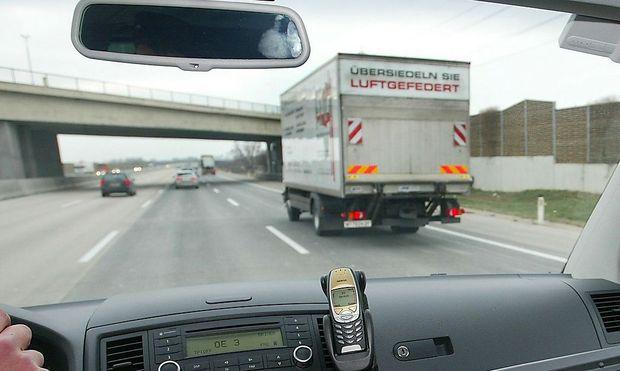 Mitfilmen verboten - Kameraüberwachung aus dem Auto heraus ist laut ARGE Daten nicht erlaubt.
