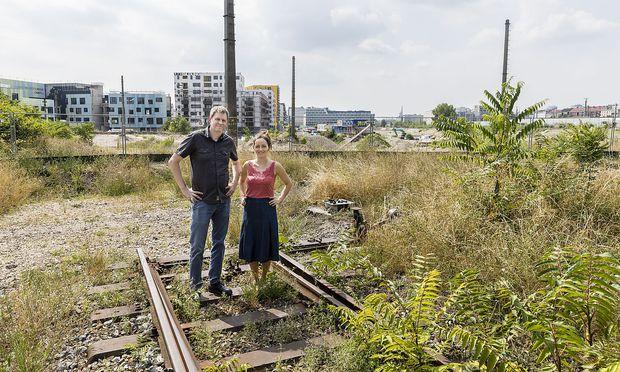 """Dort wo der Nordbahnhof früher stand, wird nun fleißig gebaut - die Anrainer Peter Rippl und Cornelia Spiola setzen sich dafür ein, dass das Viertel nicht nur """"Schlafstadt"""" sondern, auch lebenswert wird."""