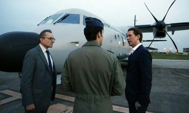 Außenminister Sebastian Kurz (ÖVP) (r.) und Frontex-Direktor Klaus Rösler (l.) in Catania.
