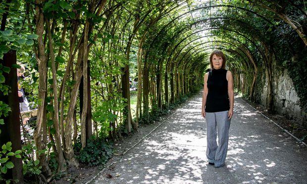 Machiko Mory – hier im Mirabellgarten – erinnert sich an Woodstock.