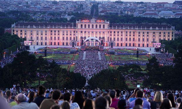 40.000 Besucher sahen sich das Konzert vor der Gloriette an.