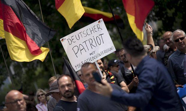 AfD Demo Kanzleramt Tag der Patrioten DEU Deutschland Germany Berlin 17 06 2018 Schild Deutsche