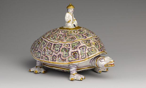 Frühes Wiener Porzellan: Deckeldose in Schildkrötenform, um 1730, aus du Paquiers Manufaktur.