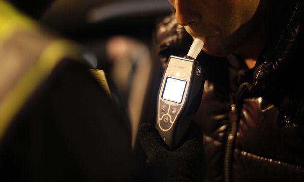 Nicht nur Autolenker können von der Polizei dazu aufgefordert werden, ihre Atemluft auf Alkohol untersuchen zu lassen, sondern auch Fußgänger.