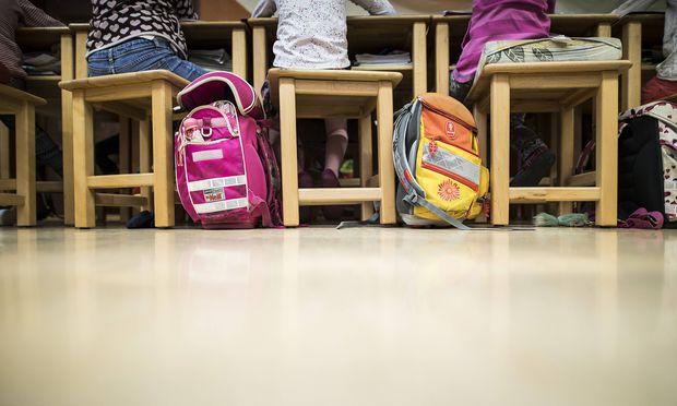Schüler brauchen mehr Unterstützung – etwa durch Sozialarbeiter. Doch wer soll das bezahlen? Der Gemeindebund sieht sich nicht zuständig.