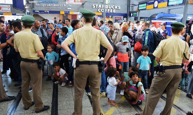 Seit Montag sind alleine in Muenchen fast 3000 Fluechtlinge mit Zuegen aus Ungarn ueber Oesterreich