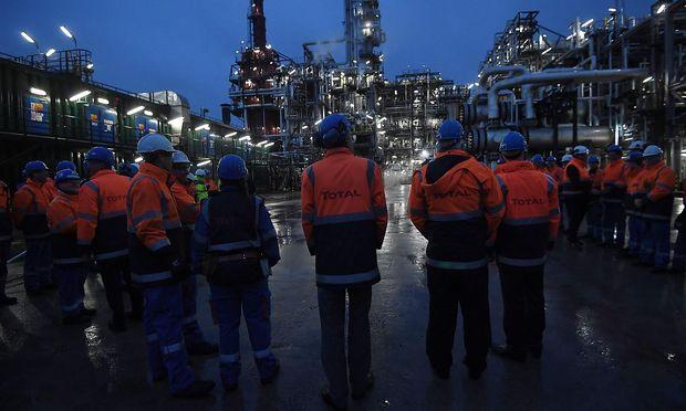 Der steigende Ölpreis spielt Mineralölfirmen wie der französischen Total in die Hände.