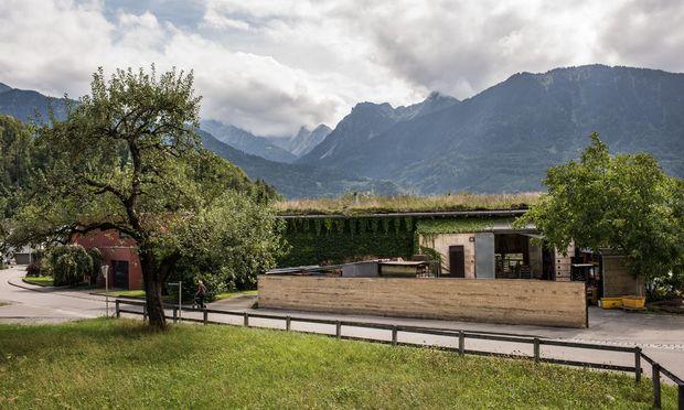 Ateliergebäude Rauch/Lehm Ton Erde im Vorarlberger Ort Schlins.