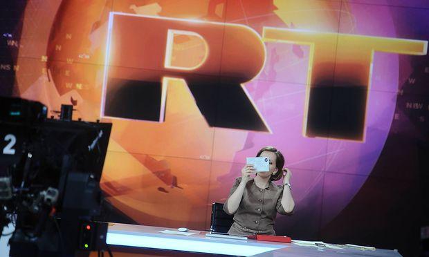 Im Newsroom von Russia Today, jenem russischen Sender, der sich in den USA nun nach dem Agentengesetz registrieren lassen muss.