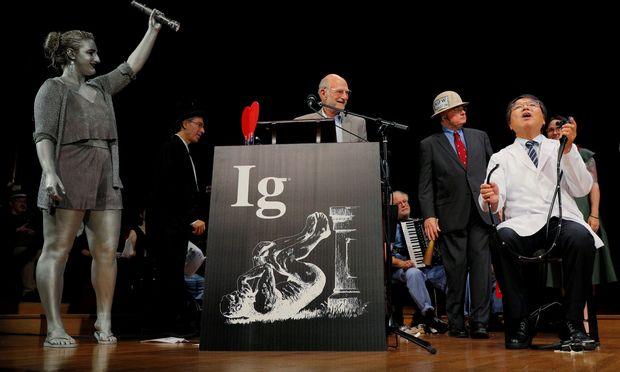Die Verleihung der Ig-Nobelpreise ist jedes Jahr wieder ein Spektakel.
