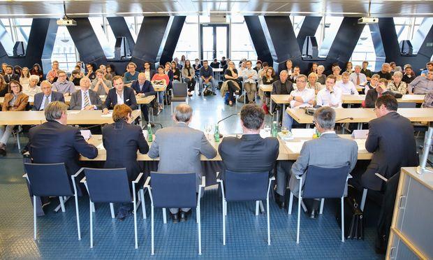 Großes Publikumsinteresse bei der Debatte im Dachgeschoß des Wiener Juridicums.  / Bild: (c) Stanislav Jenis