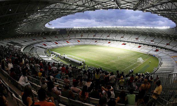 Das Mineirao-Stadion ist fertig, rund herum wird noch gearbeitet.ts inauguration in Belo Horizonte