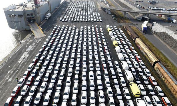 Trump erwägt die Einführung von Strafzöllen auf deutsche Autos. / Bild: (c) REUTERS (Fabian Bimmer)