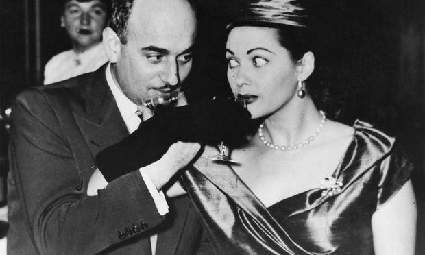 Artur Brauner mit Yvonne De Carlo, 1953