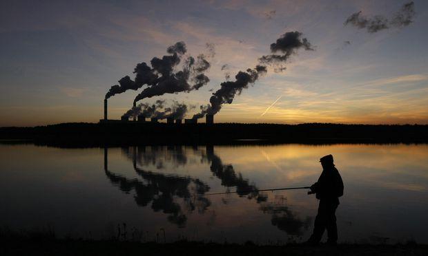 Auf der Klimakonferenz in Katowice geht es weniger friedlich zu als in Belchatow mit dem größten Kohlekraftwerk Europas. / Bild: (c) REUTERS (Kacper Pempel)