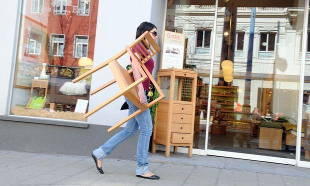 Möbel kaufen die Österreicher lieber im stationären Handel als online.