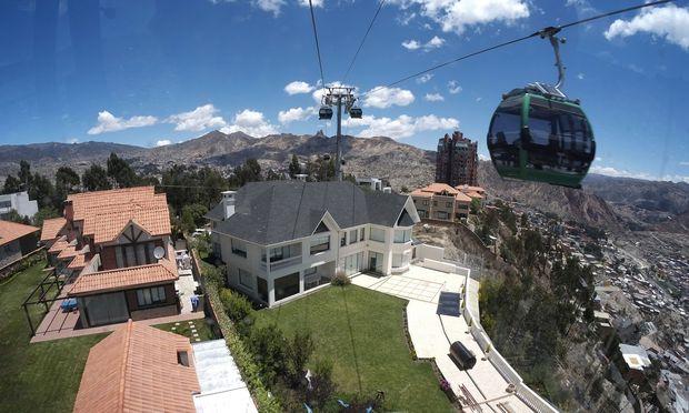 Blick aus einer Doppelmayr-Gondel in La Paz.