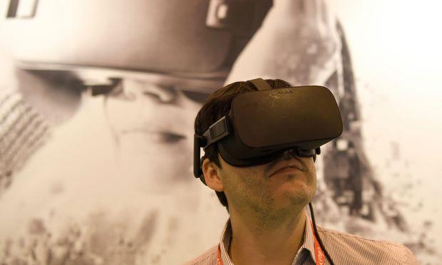 Wie wirkt die Lampe beim Sitzen? VR-Brille als Einrichtungstool.