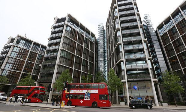 One Hyde Park ist eine der teuersten Adressen Londons: 2014 wurde ein unmöbliertes Apartment um damals umgerechnet etwa 175 Millionen Euro verkauft.