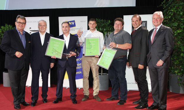 Im Bild v.l.n.r.: Josef Wannemacher (2. Platz Falstaff Grüner Veltliner Grand Prix 2017), Mathias Ruttenstock (1. Platz Falstaff Grüner Veltliner Grand Prix 2017), Meinhard Forstreiter (3. Platz Falstaff Grüner Veltliner Grand Prix 2017).