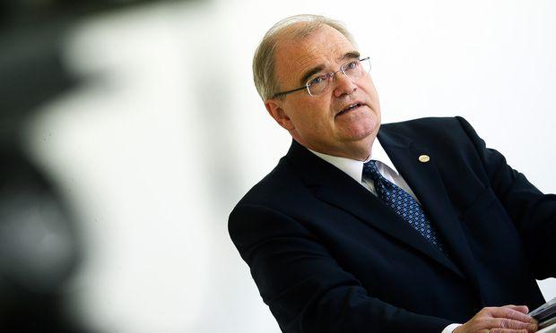 Justizminister Wolfgang Brandstetter plant die Neuregelung des Sachwalterschaftrechts ab 2018.