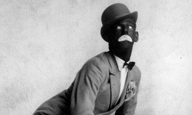 Mit schwarz angemalten Gesichtern wurden rassistische Stereotype dargestellt