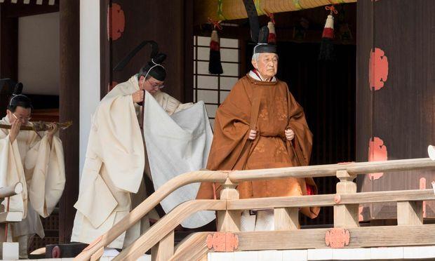 Die kupferfarbene Seidenrobe darf nur der aktuelle Tennō tragen.