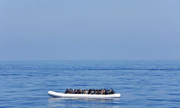 Mindestens 90 Menschen vermisst nach Kentern von Flüchtlingsboot