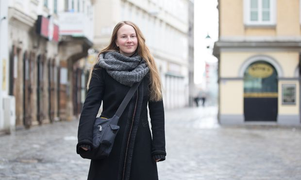Schmonzes als Geschäftsidee: Sarah Egger will jüdischen Krimskrams anbieten.