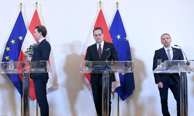 Herbert Kickl (rechts im Bild) war von Anfang an ein Risiko für Sebastian Kurz (links im Bild, in der Mitte Heinz-Christian Strache).