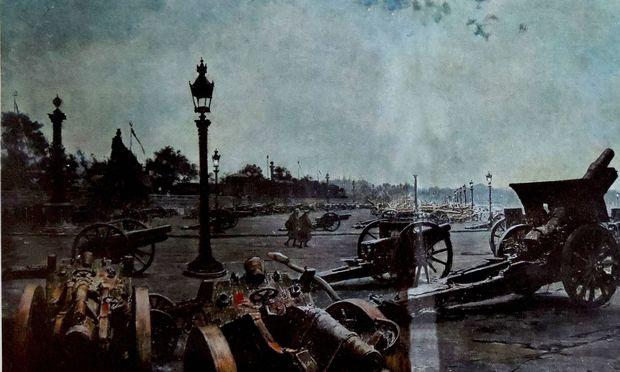 Symbolbild: Gemälde zeigt Kanonen in Paris, nach den Kapitulationen 1918