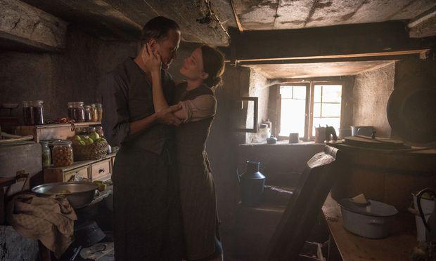 Die Geschichte beginnt im Alpenparadies: Der junge Bauer Franz (August Diehl) und seine Frau, Franziska (Valerie Pachner), schwelgen im Liebesglück.