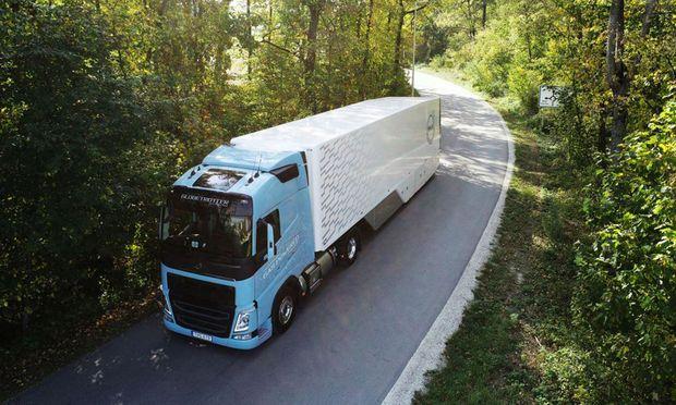 Revival einer alternativen Vorzeigetechnik, der der Durchbruch bislang vorenthalten geblieben ist: Volvo mit LNG-Antrieb.