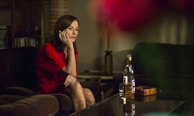 Sie ertränkt ihr Herz im Alkohol – bis sie sich in einen jungen Boxer verliebt: Isabelle Huppert als ehemaliger Chansonstar, der seine Vergangenheit verdrängt.