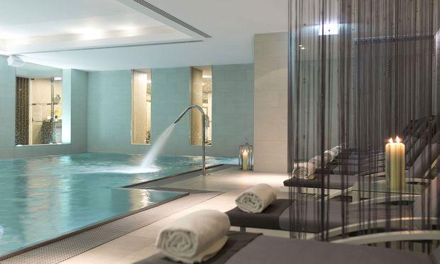Der 18 Meter lange Pool im Spa des Ritz Carlton Vienna.